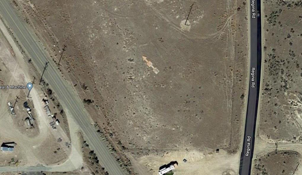 Concrete arrow as seen in Google Maps